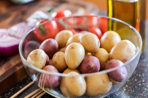 Red and white potatoes in a glass bowl.