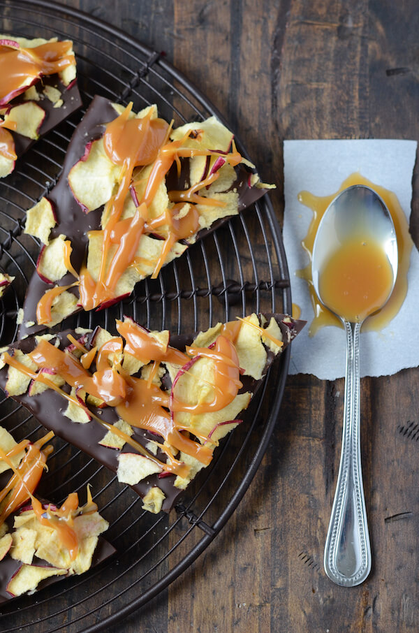 Caramel Apple Chocolate Bark (recipe via thenovicechefblog.com)