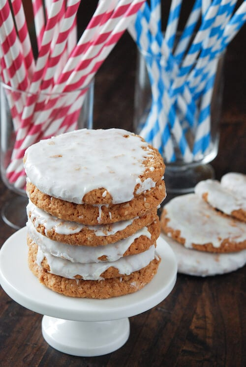Old Fashioned Iced Oatmeal Cookies: Part of the Top 12 Cookies to make for a Cookie Exchange! Recipe on www.thenovicechefblog.com