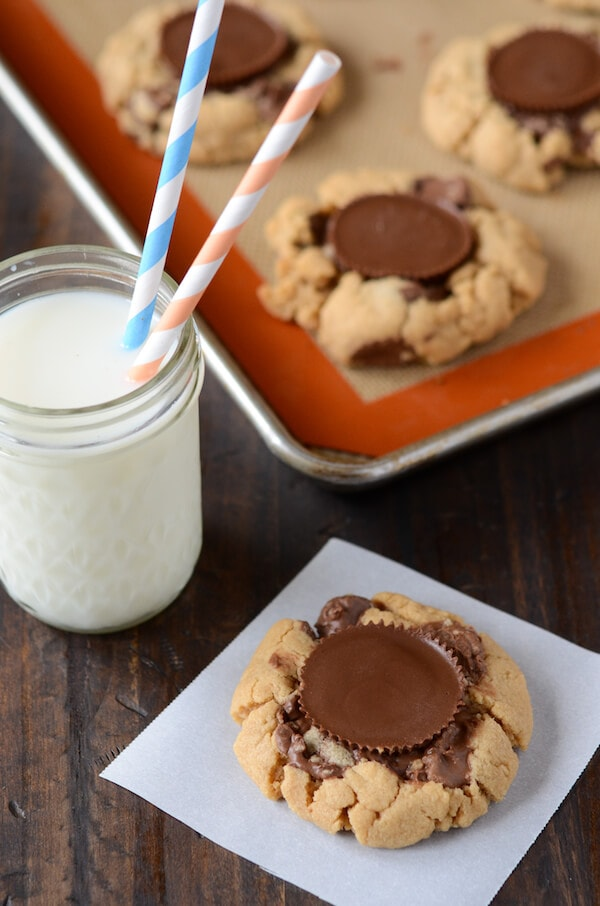Reeses Cups Peanut Butter Cookies: Part of the Top 12 Cookies to make for a Cookie Exchange! Recipe on www.thenovicechefblog.com