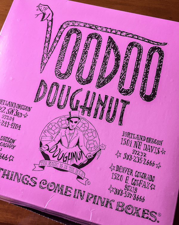 Ellie & Lyla Voodoo Donuts 16 sm