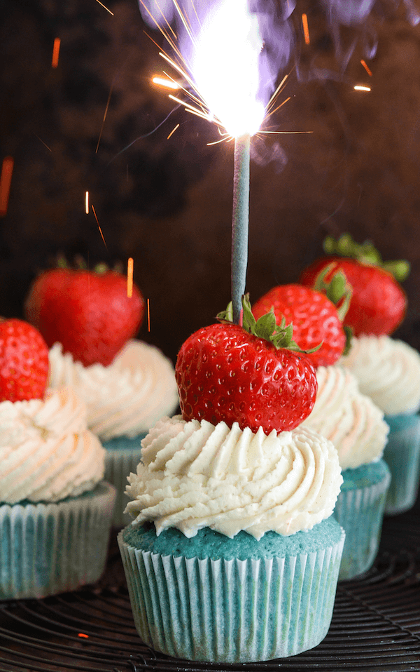 Red, White & Blue Sparkler Cupcakes!