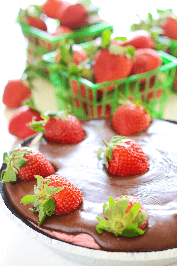 No-Bake Chocolate Covered Strawberry Pie!