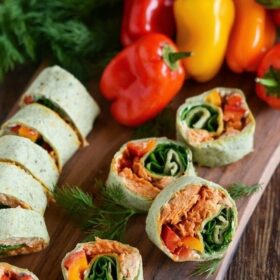 Salmon Pinwheels stuffed with sweet and spicy salmon, spinach, bell peppers, dill and cream cheese!