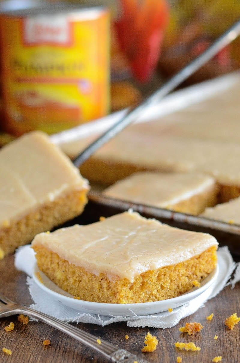 Pumpkin Sheet Cake: this easy homemade spiced pumpkin sheet cake is made in just 30 minutes and frosted with a creamy cinnamon cream cheese icing! #pumpkin #cake #fallrecipes #pumpkindessert
