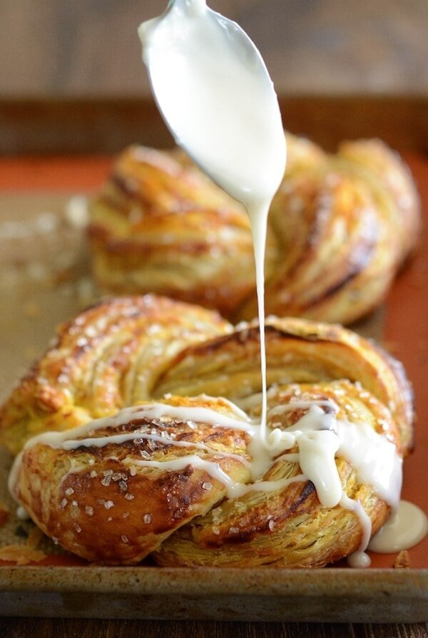 Pumpkin Twists: Flaky puff pastry is stuffed with spiced pumpkin and topped with a vanilla glaze! #pumpkin #dessert