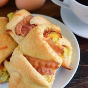 Bacon, Egg & Cheese Rollups: crispy bacon, creamy scrambled eggs & sharp cheddar cheese are baked in a buttery crescent to create the best handheld breakfast!