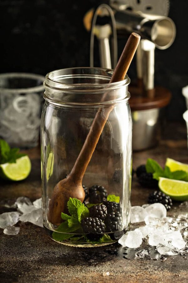 Blackberry Smash: my favorite summer cocktail is loaded with fresh blackberries, sweet mint, fizzy ginger beer & liquor of your choice - I use rum! Bottoms up!