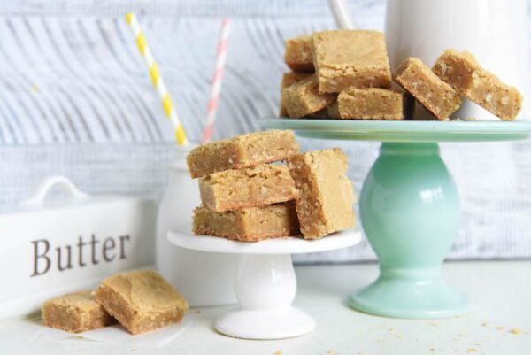 Coconut Blondies: extra chewy blondies loaded with coconut and browned butter!!