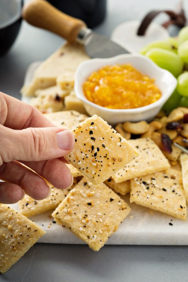 The Best Low Carb Crackers made with almond flour and flavored with everything bagel seasoning and parmesan cheese! #Keto #LowCarb #GlutenFree