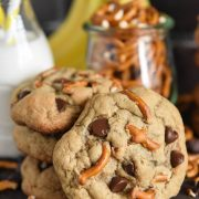 Chunky Monkey Cookies: soft peanut butter and banana cookies are loaded with chocolate chips and pretzel pieces to create the best sweet and salty cookies ever! #Cookies #PeanutButter #Banana