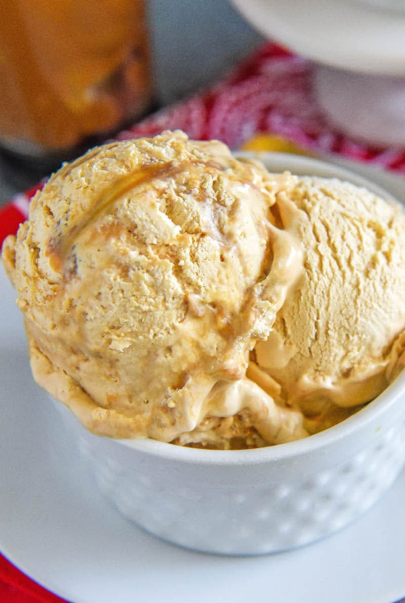 Dulce De Leche No Churn Ice Cream: you only need 5 ingredients to make this amazingly easy homemade ice cream!