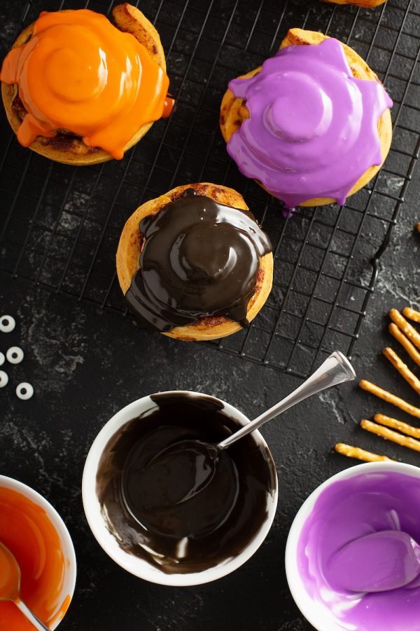 Halloween Spider Cinnamon Rolls: store bought cinnamon rolls, candy eyes and pretzel rods combine to become a spooky Halloween treat for a fun Halloween themed breakfast! #Halloween #Breakfast