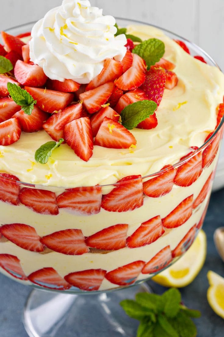 Lemon Strawberry Trifle: gorgeous layers of creamy lemon pudding (made extra delicious with one secret ingredient!!), vanilla wafers & fresh sliced strawberries! #Trifle #Pudding #StrawberryLemon #LemonStrawberry #Dessert #LemonStrawberryTrifle