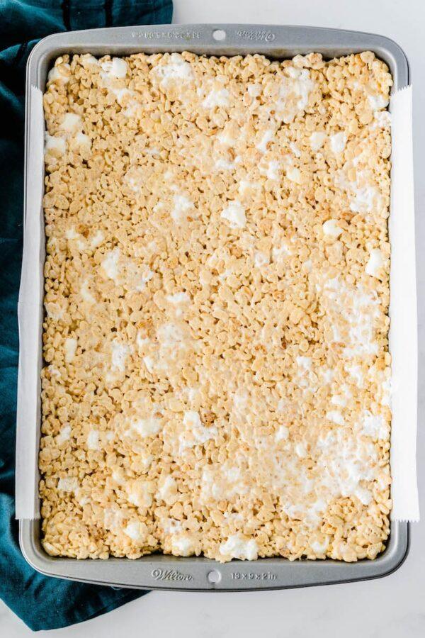 Rice kripie treats in a pan.