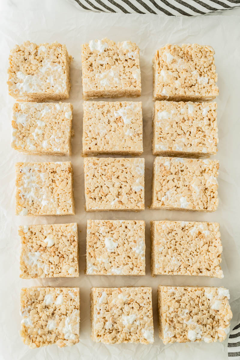 Rice krispie treats cut into 15 squares.