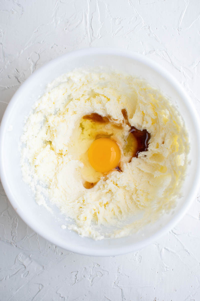 Egg and vanilla in a butter mixture.