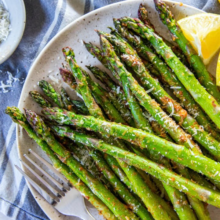 Plate of air fryer asparagus.