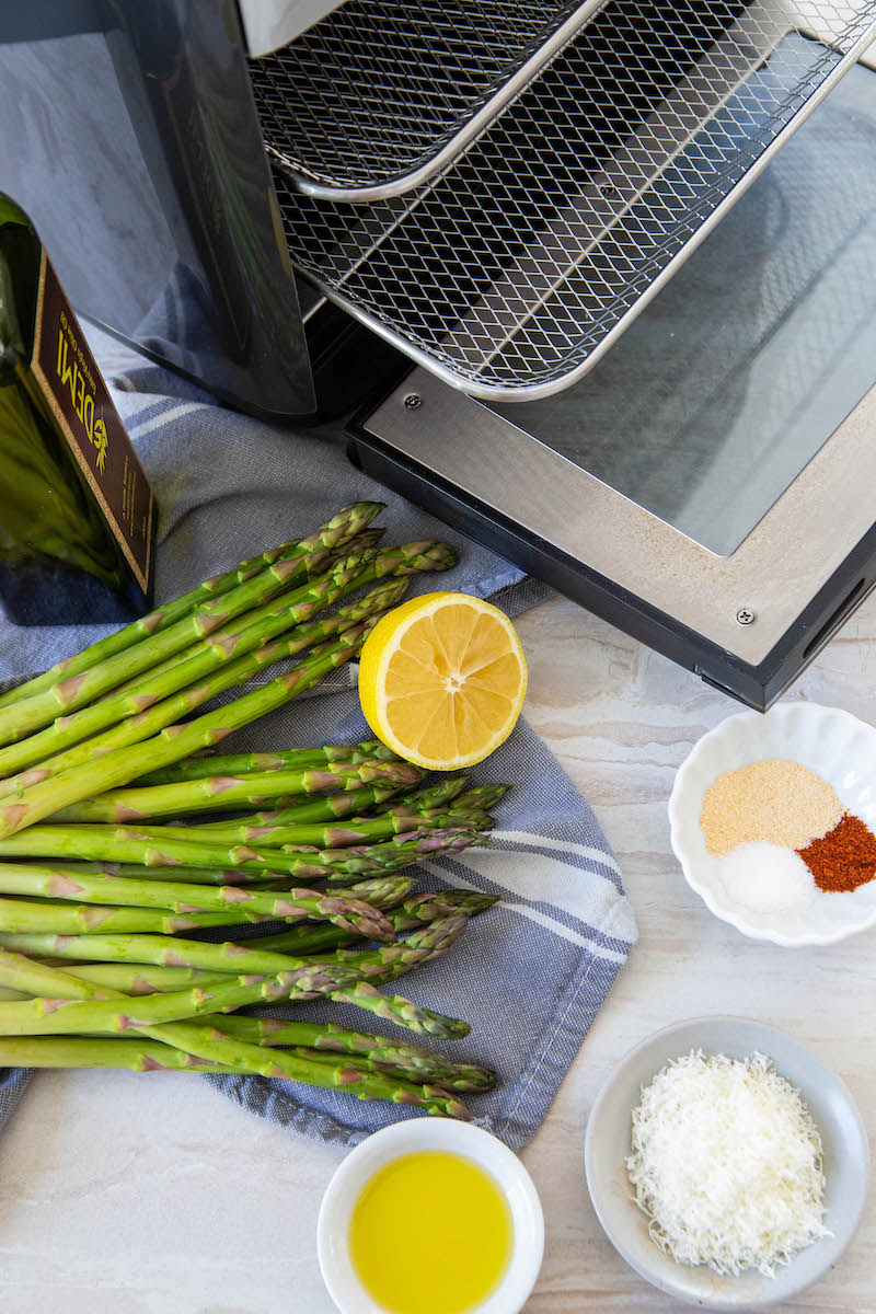 Air fryer asparagus ingredients.