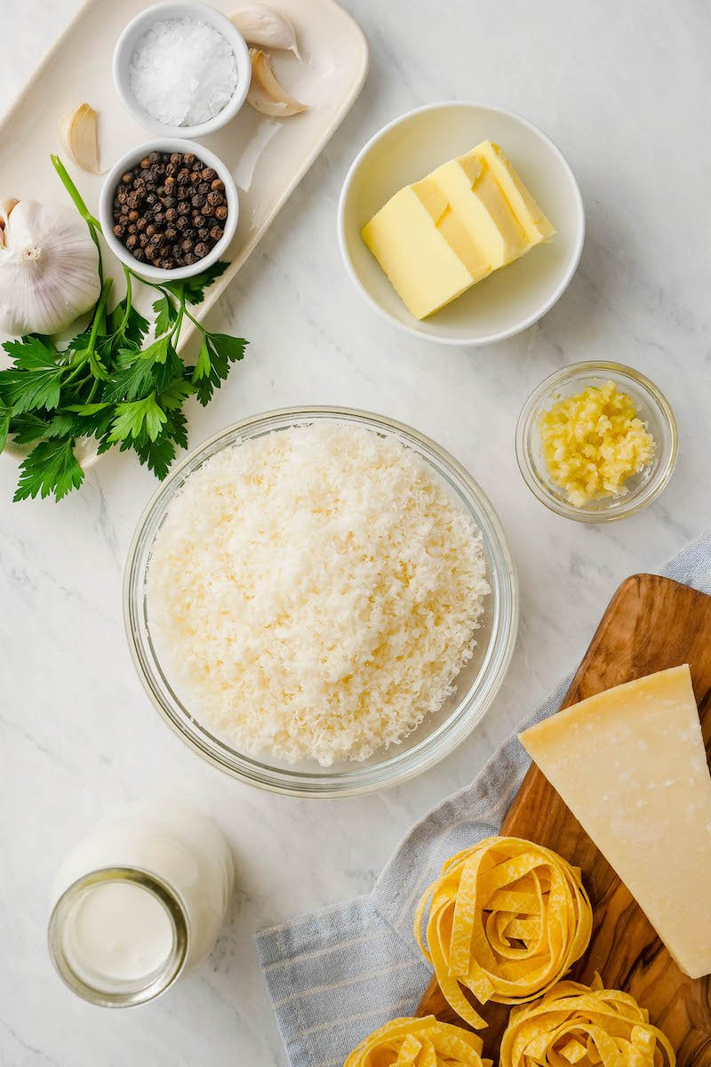 Ingredients for homemade alfredo sauce.