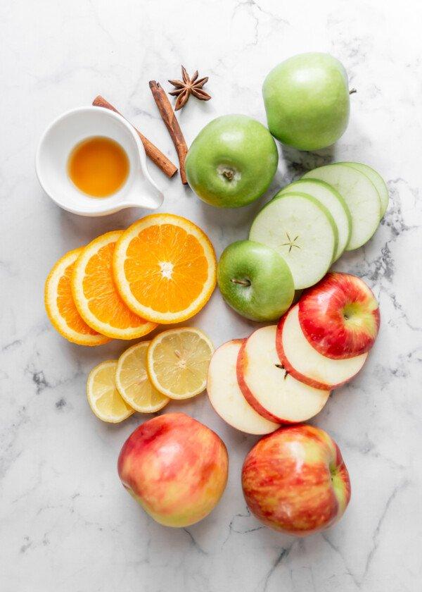 Ingredients for pumpkin apple cider.